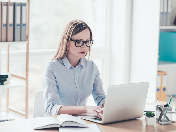 girl using the computer