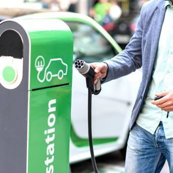 Elektrikli araçlar için ezber bozan şarj cihazı